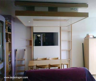 Ambiente de reducidas dimensiones con cama abatible