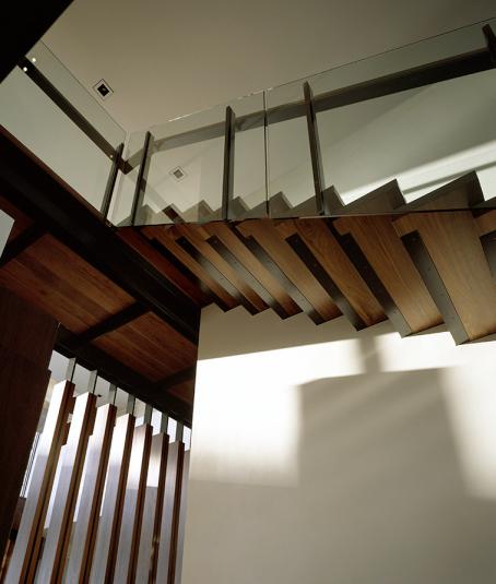 Arquitectura de casas escalera de acero madera y vidrio - Escaleras de cristal y madera ...