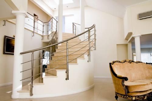 Arquitectura de casas barandillas for Barandillas escaleras interiores precios