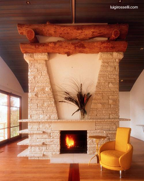 Arquitectura de Casas Chimenea de piedra y troncos rsticos