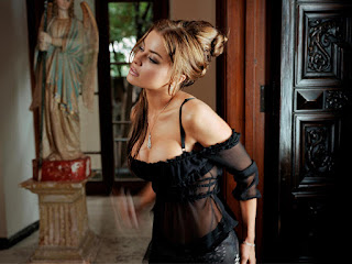 Hollywood Actress Carmen Electra Movie Clips