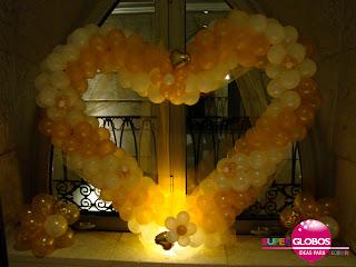 Elegante corazón hecho con globos