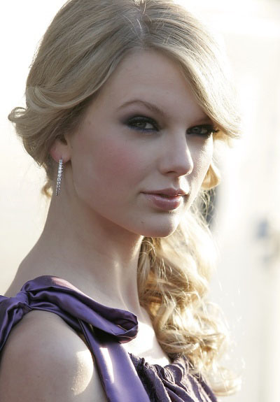 Taylor Swift Prom Hairstyles. Paris Hilton's Short Hairstyle With Flicks