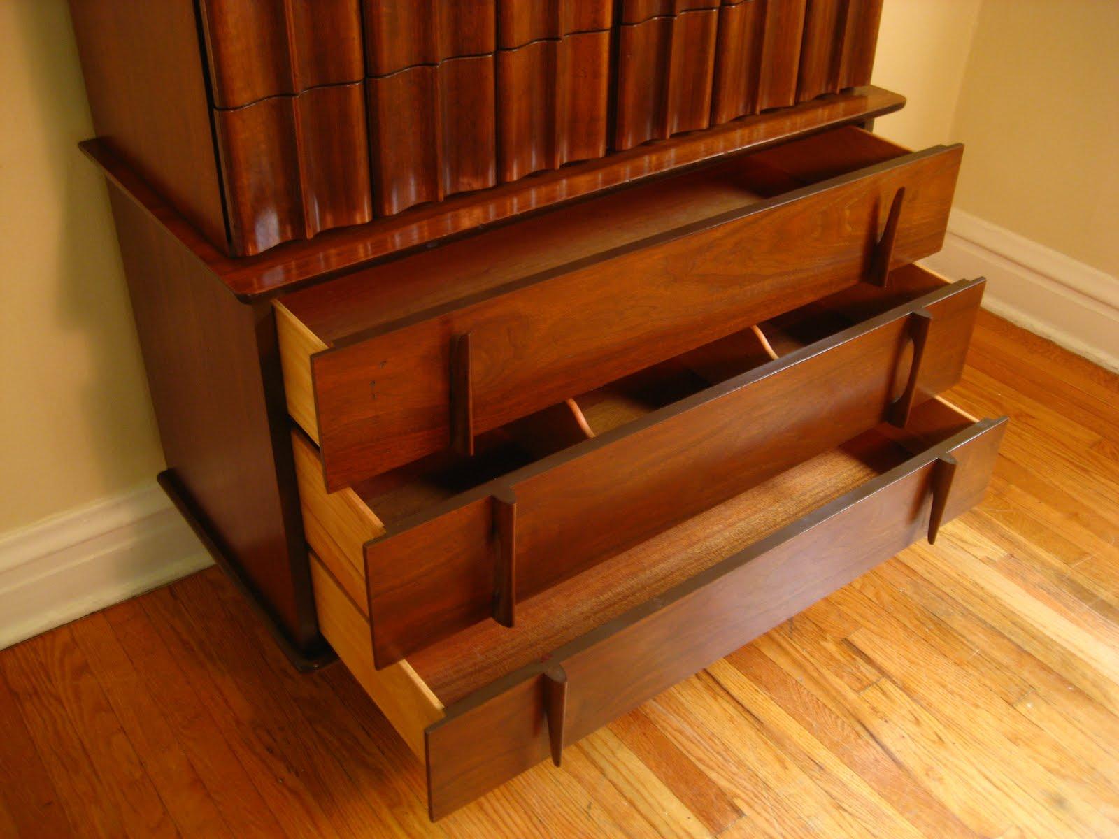 Mid Century Modern Hi Boy. United Furniture Corporation ...