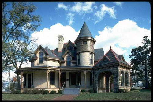 Дом в стиле замка своими руками 44