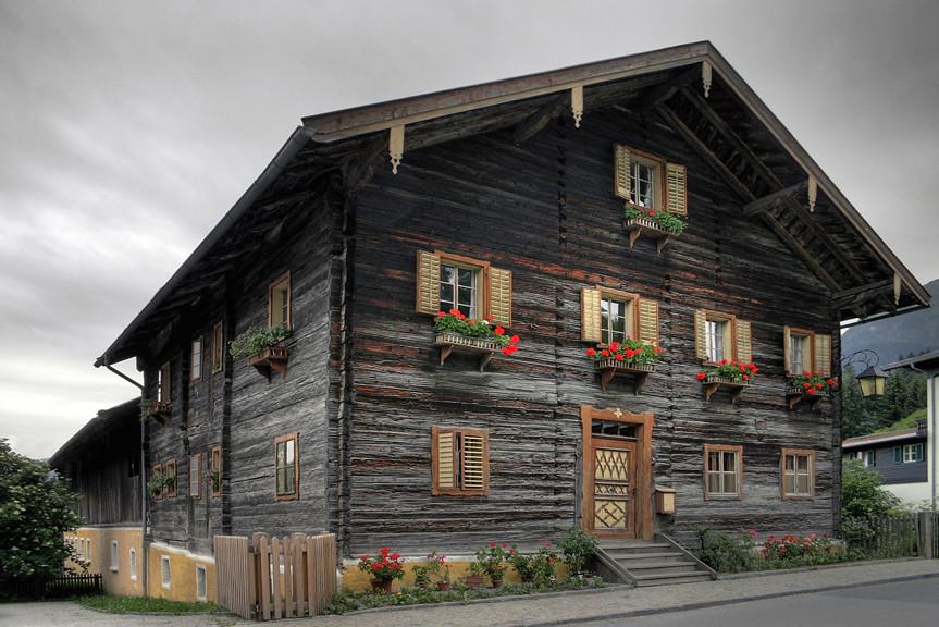 http://2.bp.blogspot.com/_nMA07ATUYa8/TGgZ7bMGu6I/AAAAAAAAAyY/vVpOJC2oEvo/s1600/house++goldegg++austria.jpg