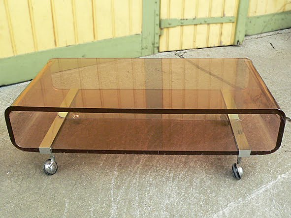 table basse vintage en plexiglas. Black Bedroom Furniture Sets. Home Design Ideas