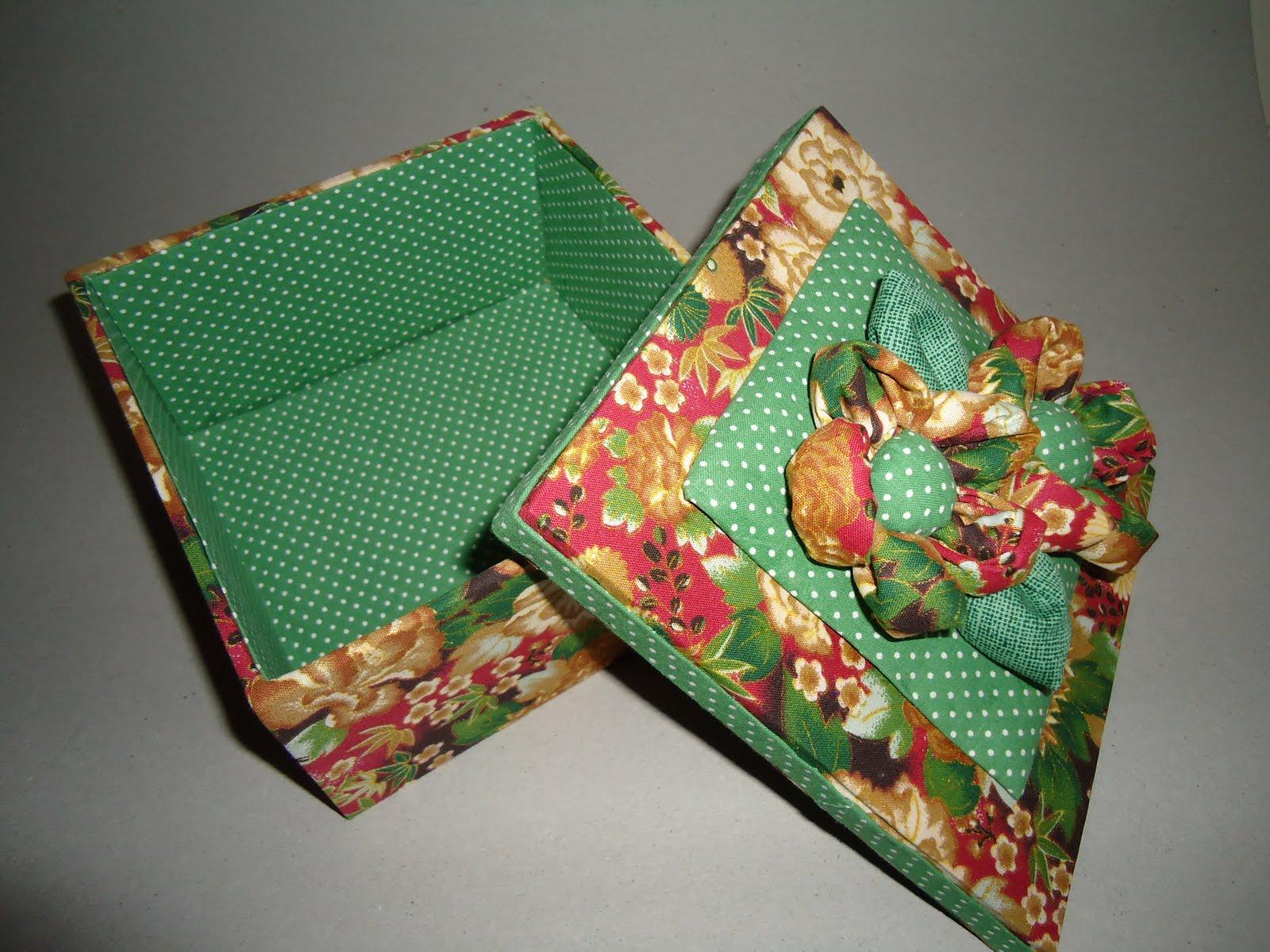 Gildett de Marillac: Caixa em MDF revestida com tecido #7D3729 1600x1200
