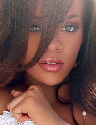 Rihanna Sexy Singer Hair Style Wallpaper