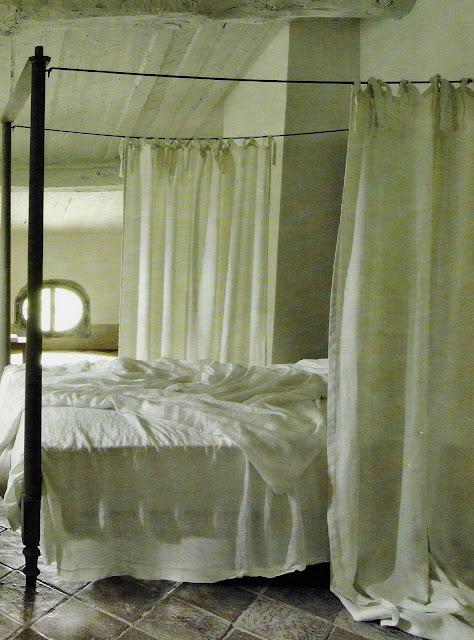 Linen bed drape, Maisons Côté Sud, as seen on linenandlavender.net