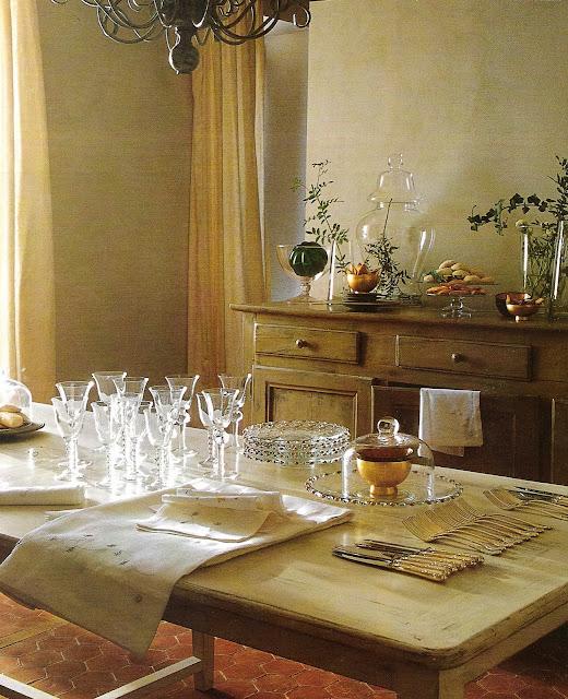 Dining room image via Côté Sud Dec 2001-Jan 2002 as seen on linenandlavender.net