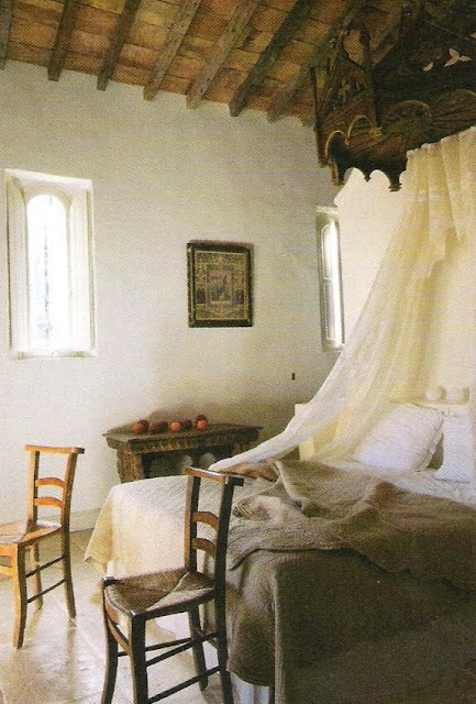Romantic draped bed, Côté Sud Fev-Mar 2005, edited by lb for linenandlavender.net