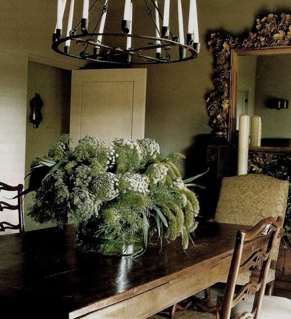 Queen Anne's Lace Arrangment on Dining Table, Veranda Magazine Jul-Aug 2010, edited by lb for linenandlavender.net (l&l)