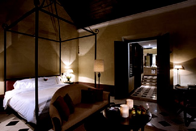 Canopy bed, L'Hacienda Uayamon as seen on linenandlavender.net, http://www.linenandlavender.net/2010/08/blog-post.html