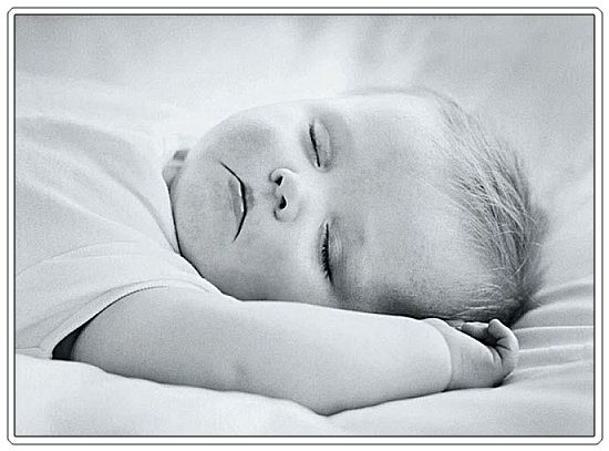 http://2.bp.blogspot.com/_nRKCuB5xkK0/THj7w_ZUykI/AAAAAAAAAkQ/L0Zc-vZB1bY/s1600/baby-sleeping-black-and-white.jpg