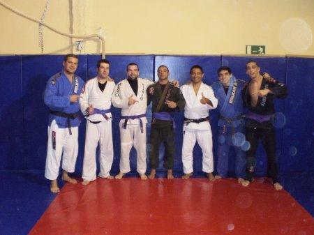 Marcelo es graduado Faixa Roxa por su  Mestre Rafael Haubert, junto con otros compañeros de ekipo.
