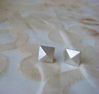 everydayoreternal.etsy.com pyramid stud earrings