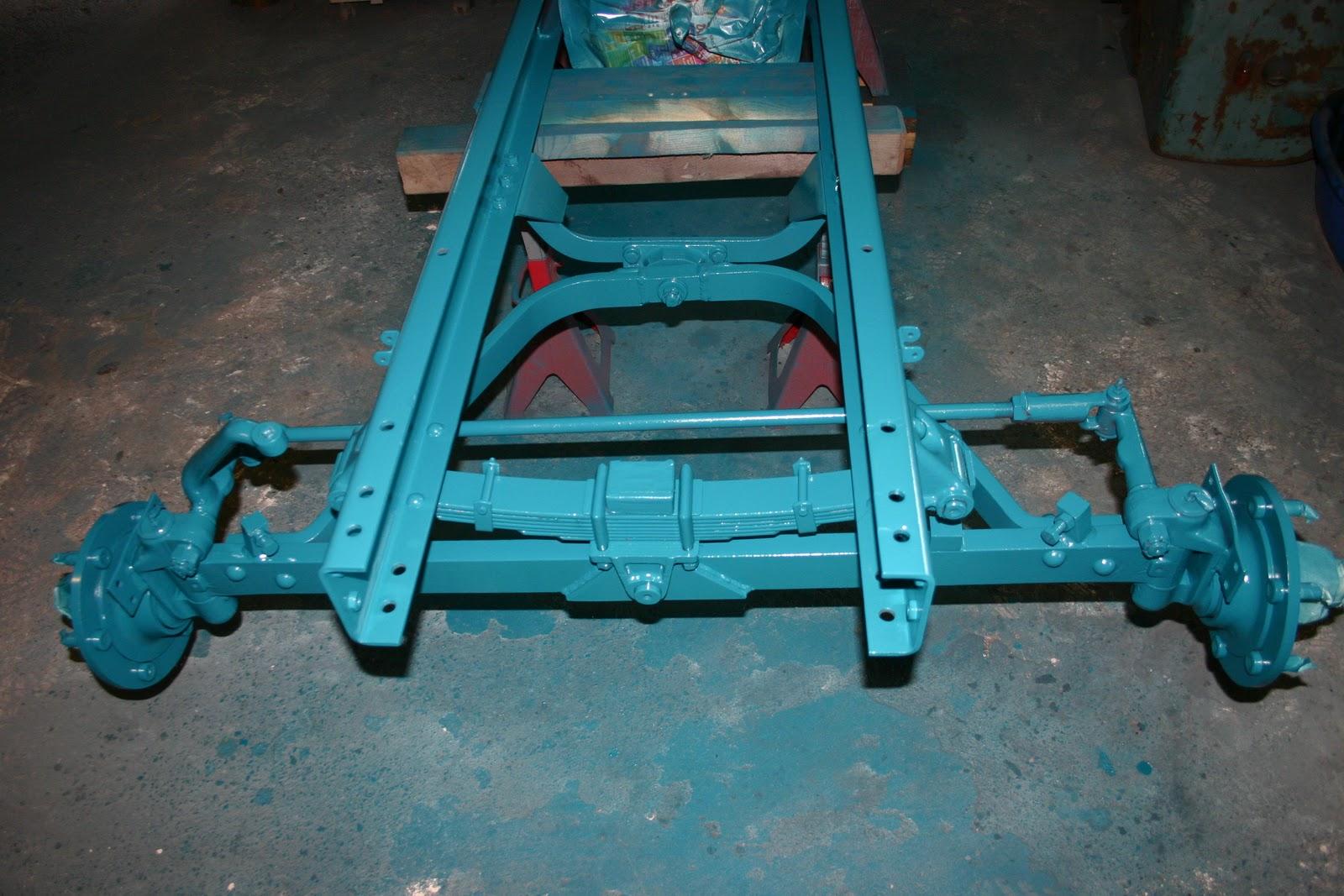 Restauration Hanomag Brillant R442: Getriebe & Rahmen lackieren
