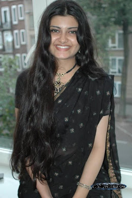Gujarat City Girl S http://pakistan-girls.blogspot.com/2009/06/advocate-nighat-chaudhry-from-gujrat.html