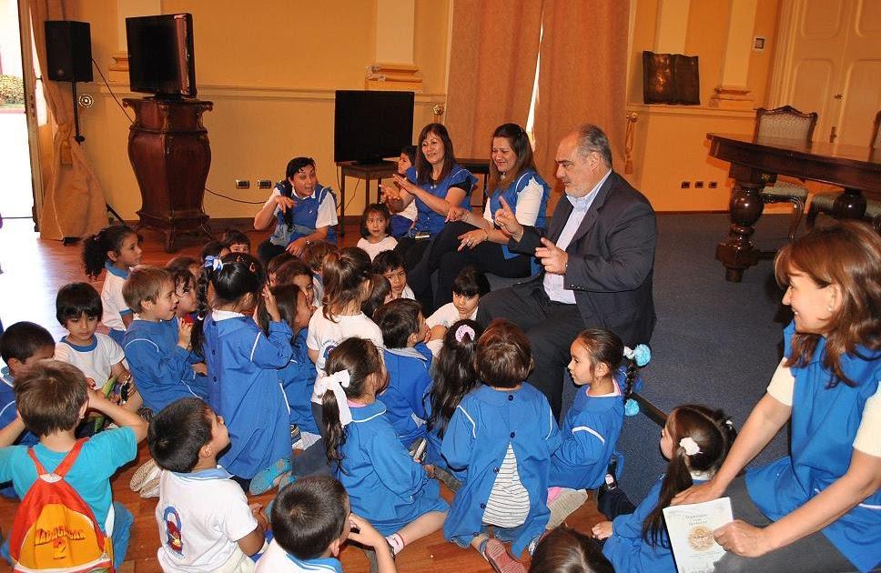 A su salud ni os docentes y padres del jard n de for Cancion para saludar al jardin de infantes