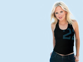 American actress and singer known for her broadly comic roles Anna Faris