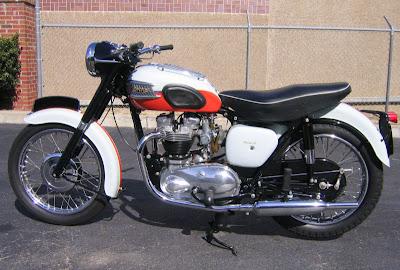 MOTOR Deus Triumph Bonneville PICTURE