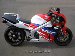 review Honda RC45 motorbike