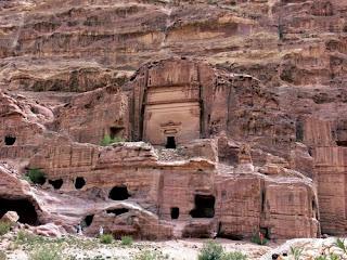 Tumba de Uneishu en Petra