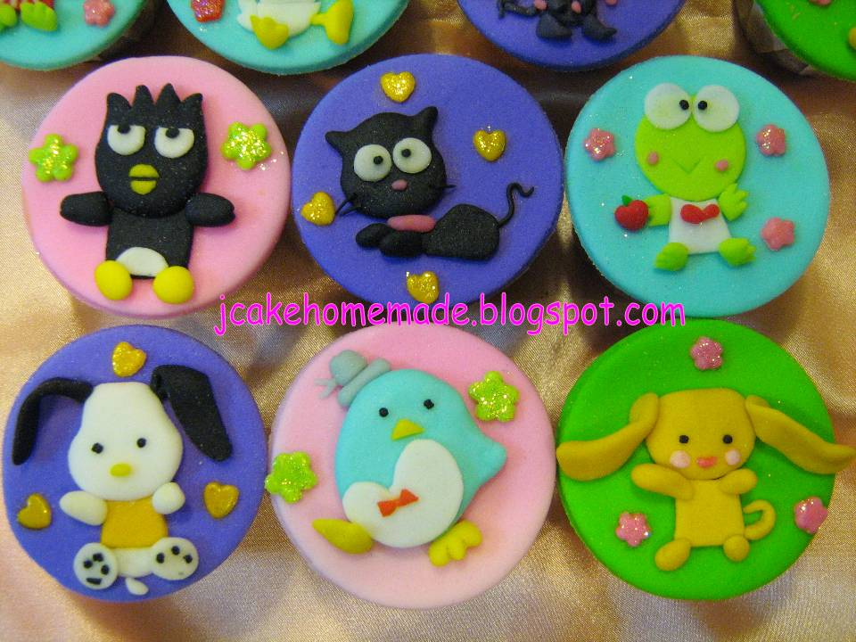 Hello Kitty Quinceanera. Hello Kitty Cupcakes.
