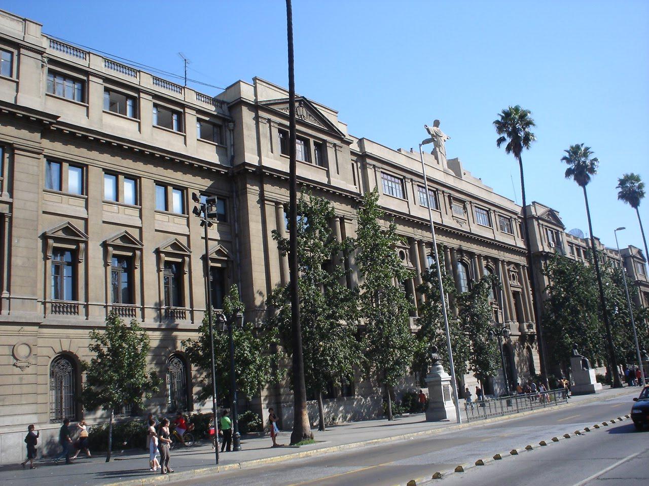 http://2.bp.blogspot.com/_n_Po0hW8s4E/TD9u8jmmI1I/AAAAAAAAAAU/yrwCp9YXwK4/s1600/20070130_Campus_Casa_Central_Pontificia_Universidad_Catolica_de_Chile.jpg