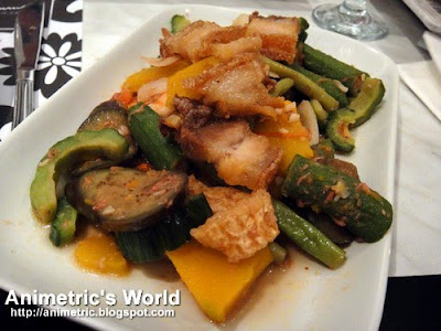 Bagnet Pakbet at Romulo Cafe