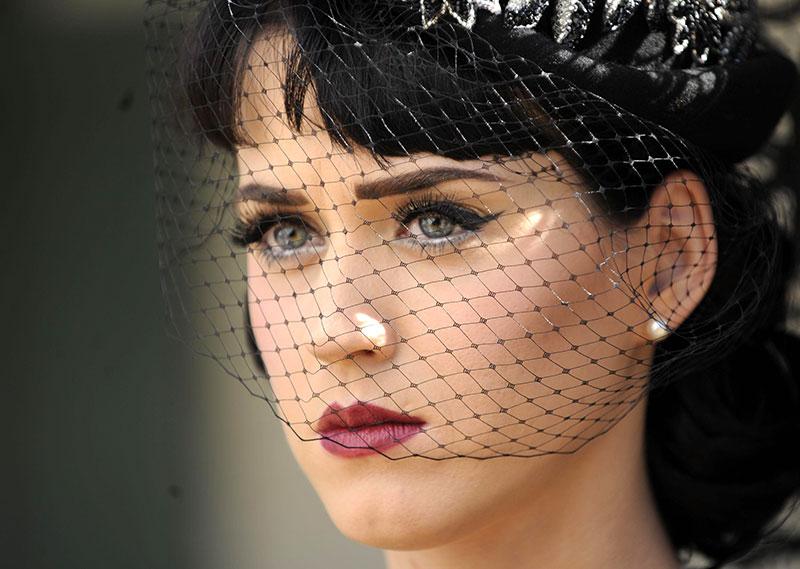 Katy Perry - Who Am I Living For? Lyrics