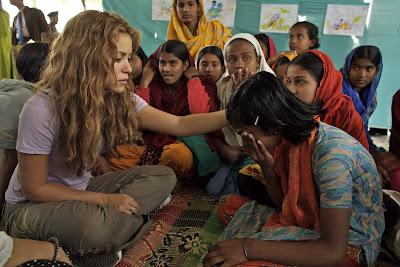 Shakira Com Crianças Carentes na Índia