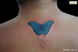 Borboleta tatuada na costas