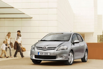 New 2010 2011 Toyota Auris HSD: Price List Italian
