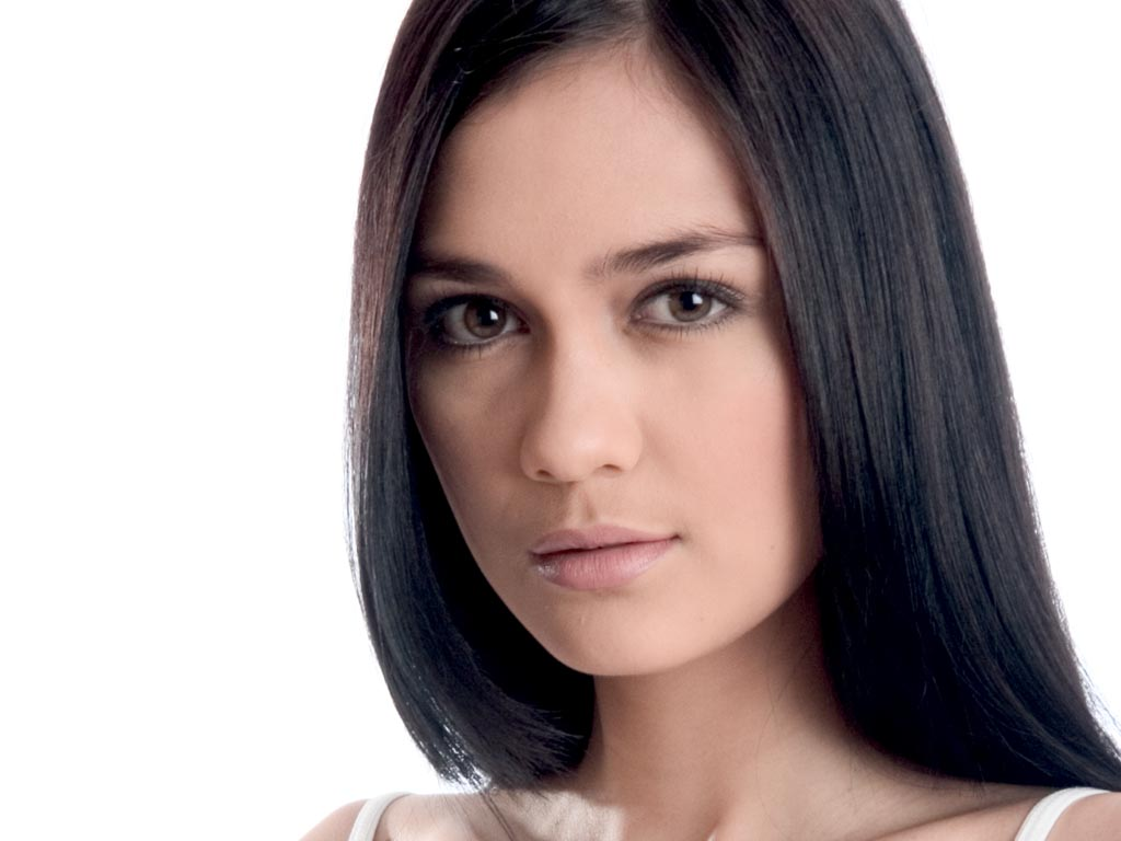 Indonesian Celebrity Cool trend style hair: indonesian long hairstyles