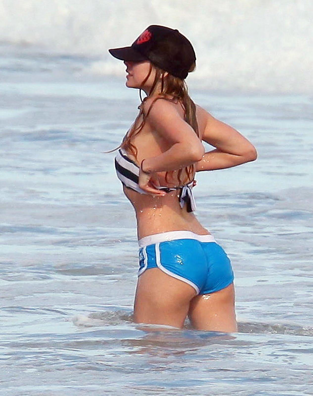 http://2.bp.blogspot.com/_niAq2f3R7as/TIu9bV1fO7I/AAAAAAAABoc/bZveW715sfE/s1600/avril-lavigne-nipslip-candids-at-a-beach-in-malibu-nsfw-04.jpg