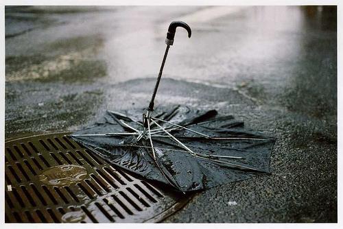 Qui peut me battre?! - Page 8 Broken-umbrella1.1255420859