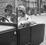 """Auto eléctrico """"convertible"""" 1920."""