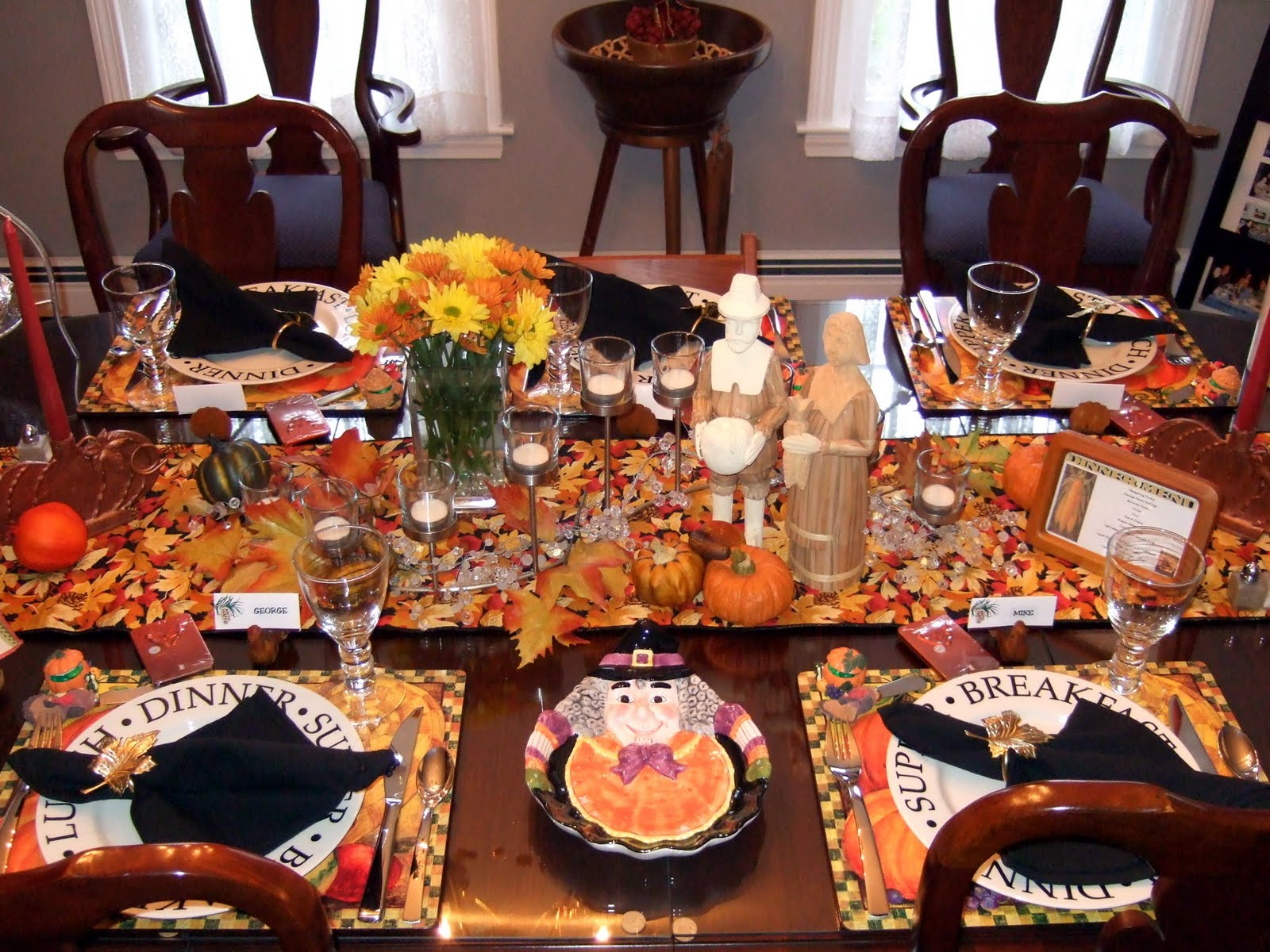 A little bit of everything table setting thanksgiving tables Cheap thanksgiving table setting ideas