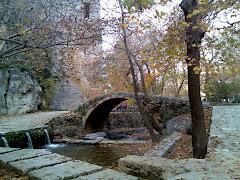 Λεβαδειά, Μεσαιωνικό γεφύρι