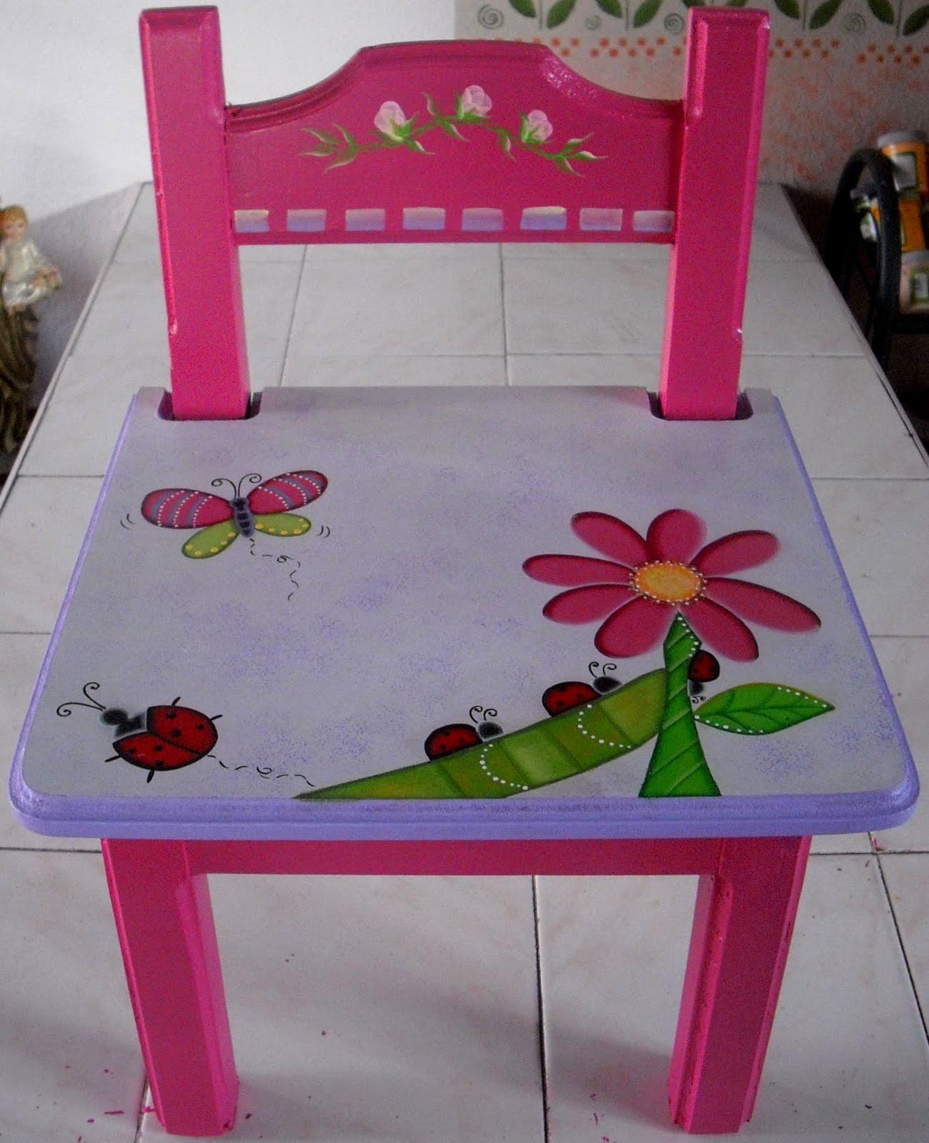 Mesa con silla para escribir dibujar y comer un concepto for Mesas y sillas para ninas