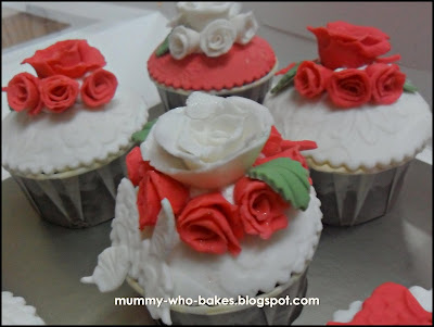 Red and White gumpaste rose as the wedding theme is Red White