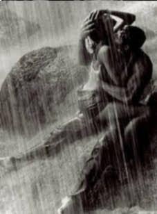 Amantes bajo la lluvia