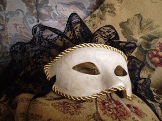 http://2.bp.blogspot.com/_nqVWYMrTzKE/SsZXiN3dttI/AAAAAAAAASI/7OcYyiKSrfY/s400/mascara_veneciana-1-3959-1.jpg