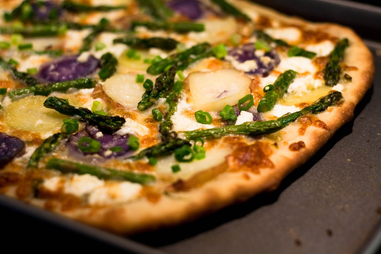 Pizza with Asparagus, Fingerling Potatoes, and Goat Cheese ...