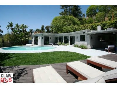 2767 La Cuesta Hollywood Hills