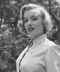 Marilyn Monroe -  Atriz americana - Símbolo de sensualidade e um ícone de popularidade no século XX