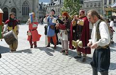 Quimper - Axel le Jongleur et le groupe Waraok