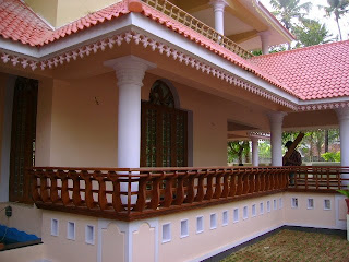 shows chuttu verandah extending as poomukham in front with charupady